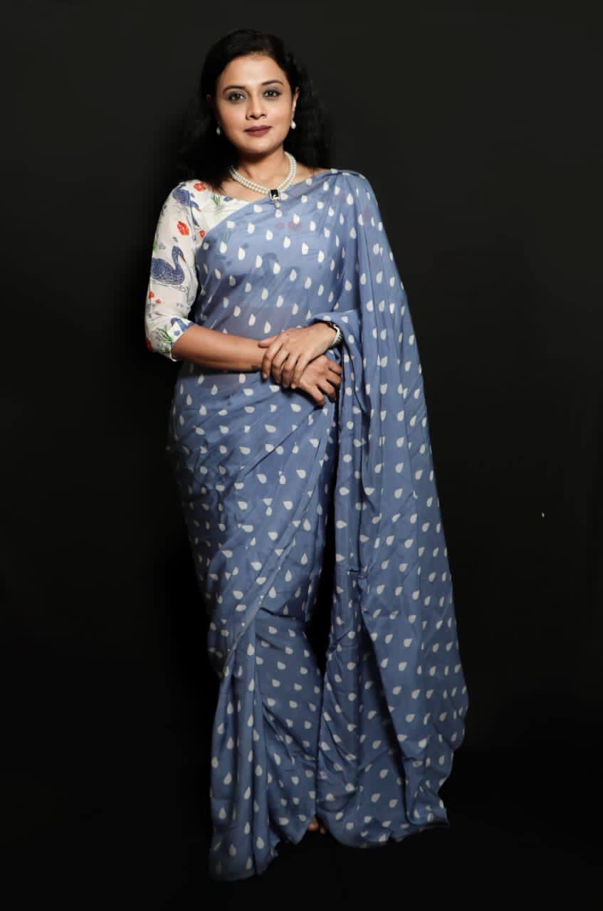Bhargavi grey saree standing look 1