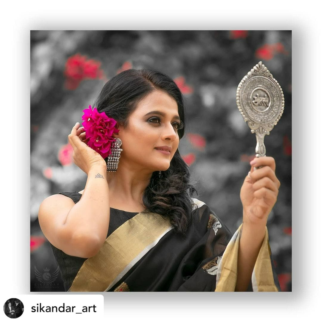 black saree mirror look 3